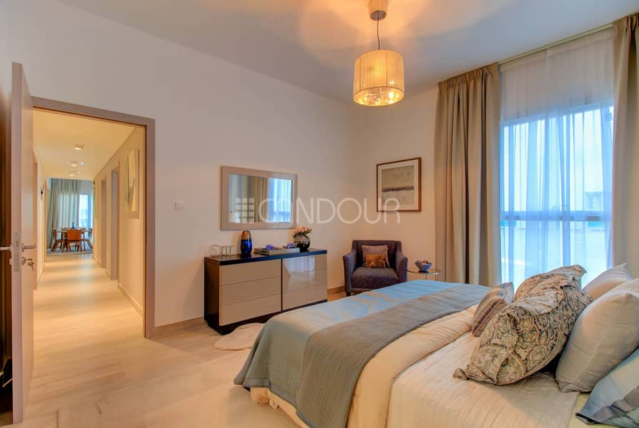 10 Spacious Living Area | 2 Bed plus maids | Water's Edge
