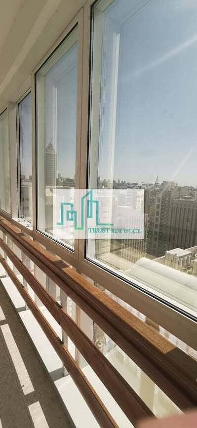 فلیٹ 3 غرف نوم للايجار في شارع ليوا، أبوظبي - Three bedrooms plus maids room apartment available in Liwa Street, Abu Dhabi