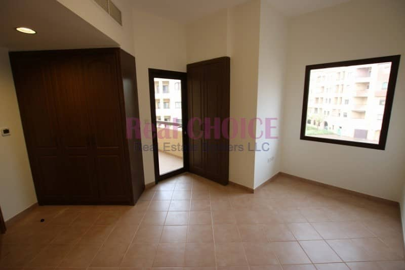 2 2Br apartment with 1 month free and 12 Cheques payment