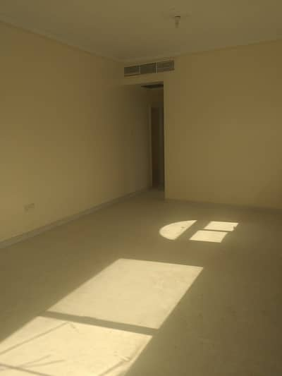 3 Bedroom Apartment for Rent in Al Mahatah, Sharjah - For Ex. Bachelors -- Big 3 BHK flat with master bedroom, huge hall, central A/C, 3 bathrooms, big kitchen, store