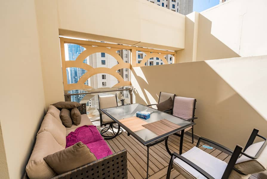 35 Exceptional Upgraded Penthouse|Best Price