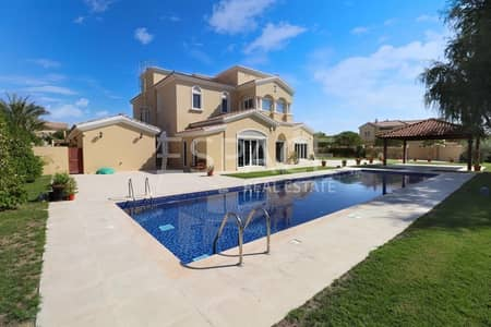 Large Landscaped Garden - Private Pool