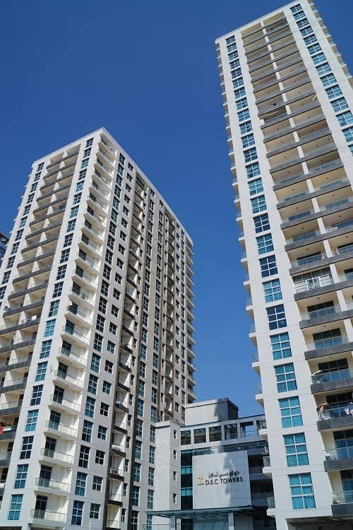 2 Stunning one bedroom apartment for in DEC Tower