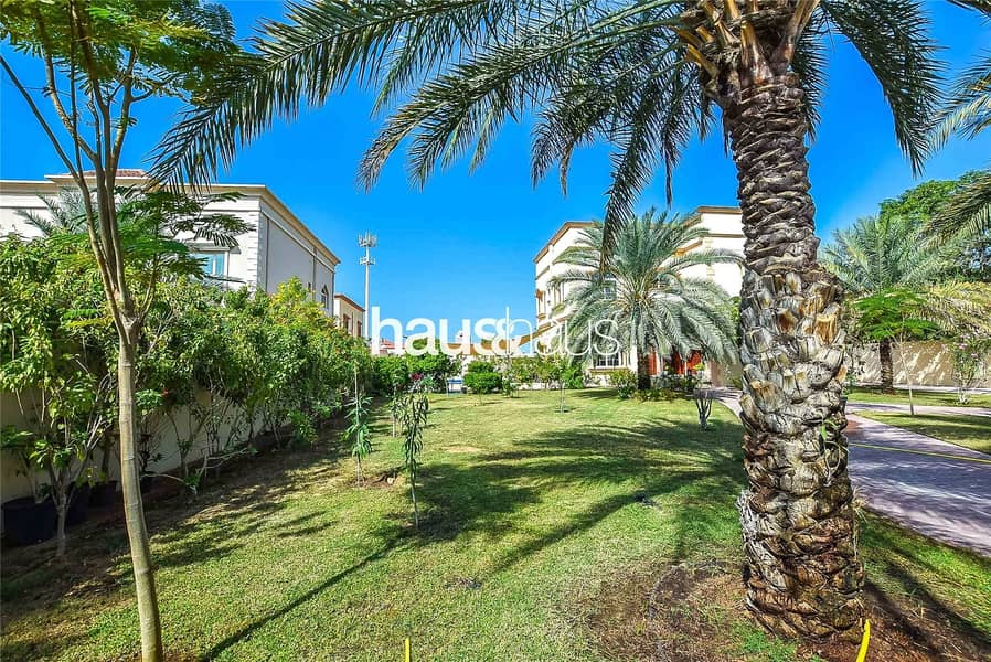 10 Huge plot   Private Pool   4 BR + Maids
