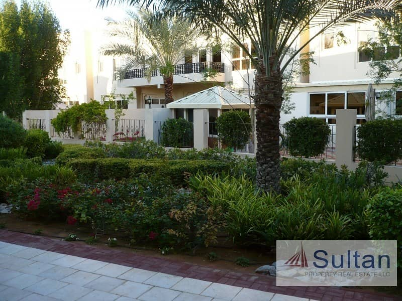 15 Spectacular 3 Bed Pool View Walk-able to Mall Great Price