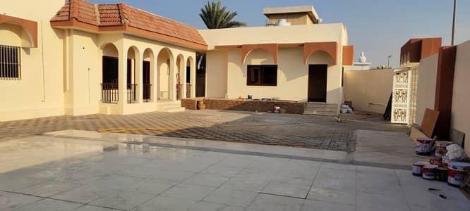 4 Bedroom Villa for Rent in Halwan Suburb, Sharjah - *** GREAT OFFER - Beautiful 4Bhk Single Storey Villa with garden in Al Halwan in Low Rents***