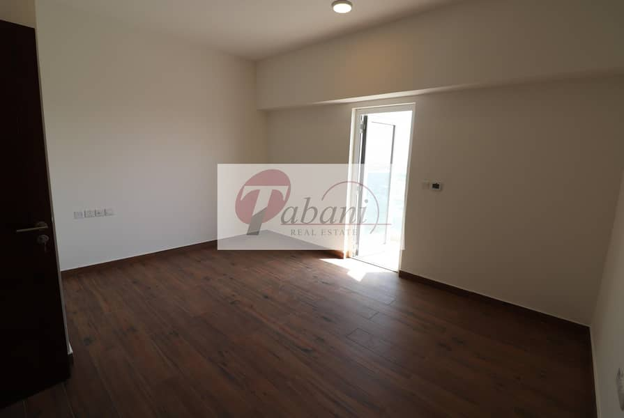 2 Chiller free Best Layout Luxurious  Close to Metro Station