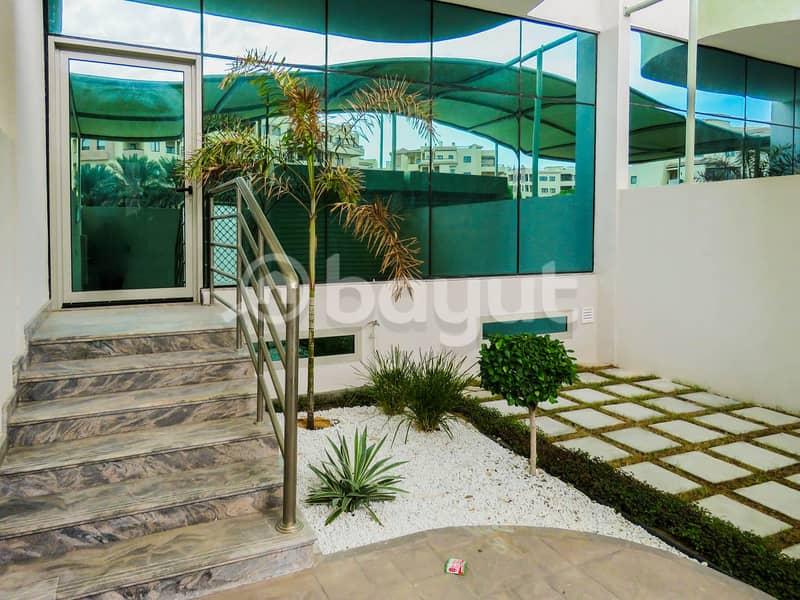 3 فيلات BHK كبيرة + خادمات + غرفة غسيل + تخزين + جاكوزي + حمام سباحة مشترك + موقف مغطى للسيارات