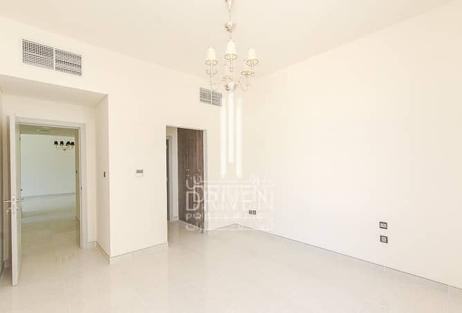 Elegant and Spacious 2 Beds Apt w/ Maids