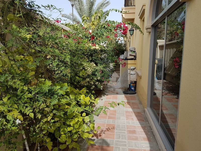 2 HOT Deal! Well maintained Luxurious Townhouse!