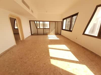 شقة 5 غرفة نوم للايجار في منطقة النادي السياحي، أبوظبي - NO Commission Duplex 5 BR With Maid