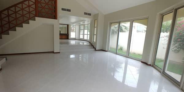 فیلا 5 غرف نوم للايجار في الصفا، دبي - فیلا في الصفا 5 غرف 235000 درهم - 4423743