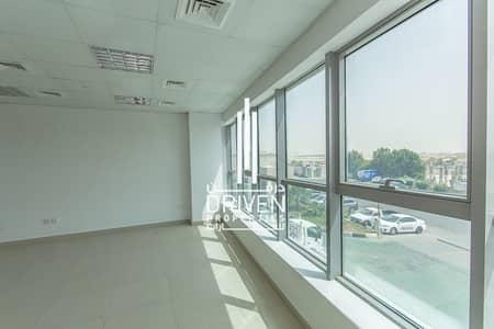 مکتب  للايجار في مجمع دبي للاستثمار، دبي - Well-kept and Large Fully Fitted Offices