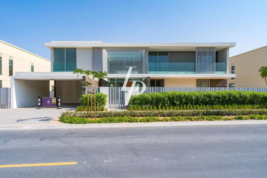 Exclusively Listed Modern Villa Golf Course View