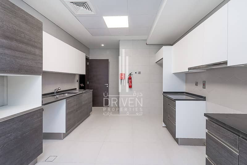 18 Quality Finish   Modern 3 Bed Apartment.