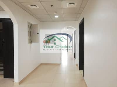 فلیٹ 4 غرف نوم للايجار في شارع المطار، أبوظبي - Apartment 4 Bedrooms Balcony