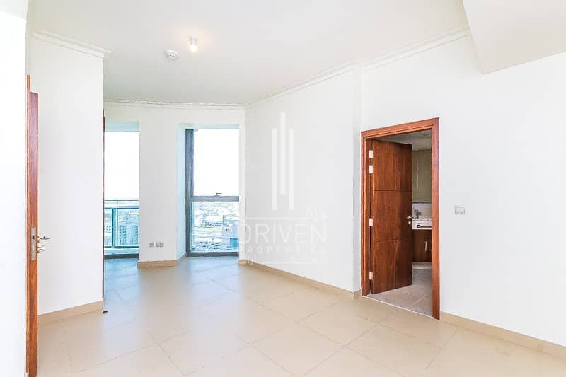 10 Vacant and Huge  Top Floor with Sea View