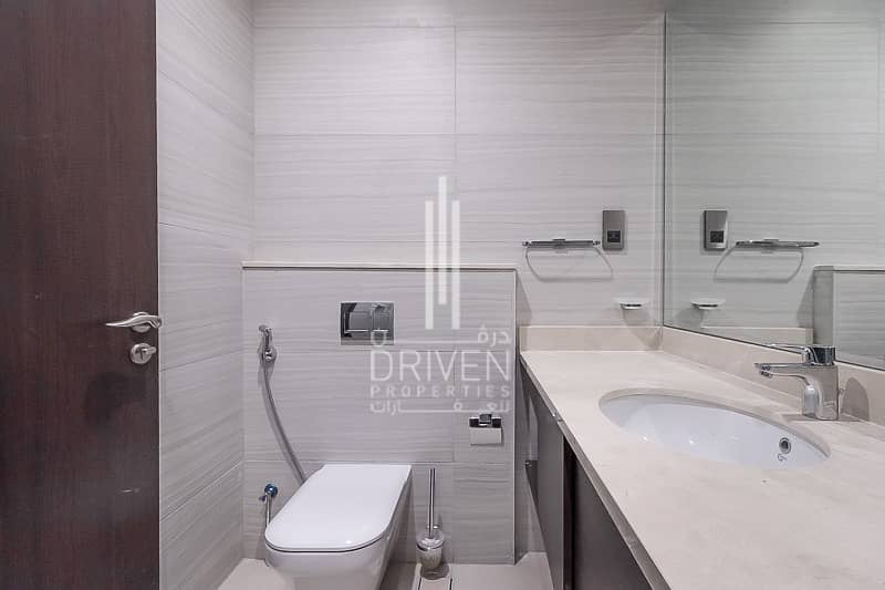 13 Luxurious 2 Bed Unit w/ Quality Finishes