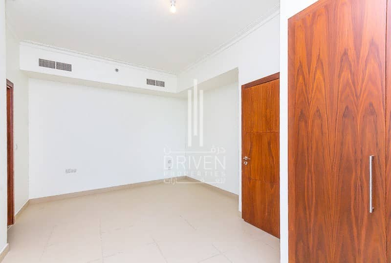 10 Vacant and Huge| Top Floor with Sea View