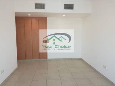 شقة 4 غرف نوم للايجار في شارع الدفاع، أبوظبي - Affordable & Stunning 4 Bedroom with Wardrobes & Maid's Room for 110