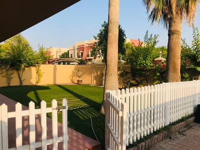 Elegant spacious 4 bed room villa with private garden in Al Safa 2