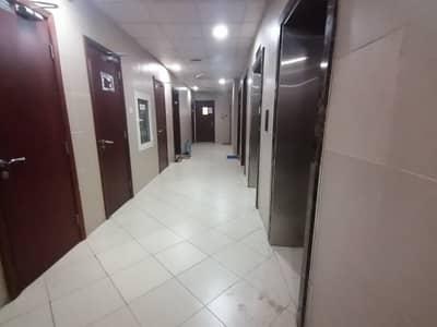 استوديو  للايجار في مصفح، أبوظبي - شقة في شعبية مصفح 30000 درهم - 4425641