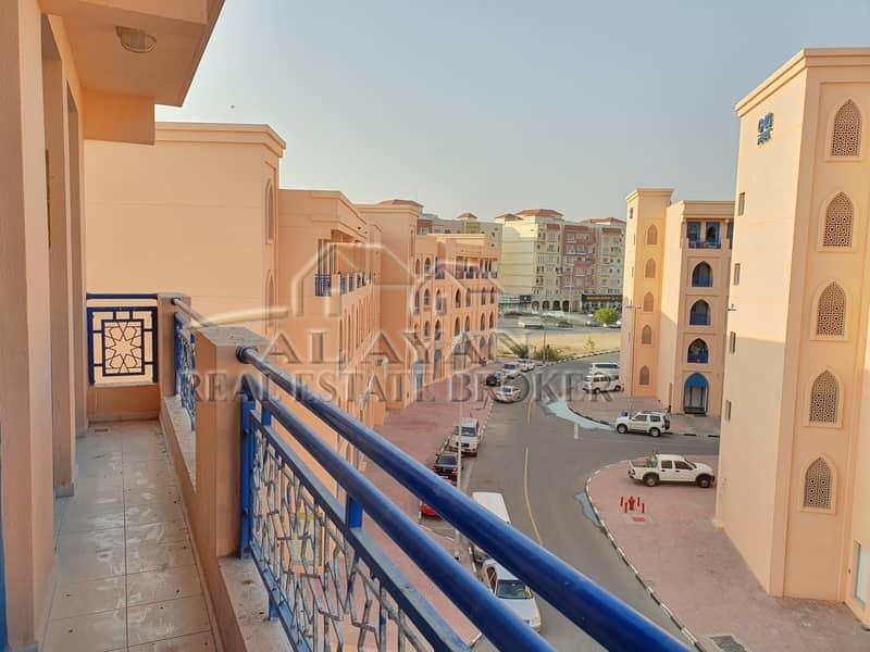 شقة في الحي الفارسي المدينة العالمية 1 غرف 30000 درهم - 4426148