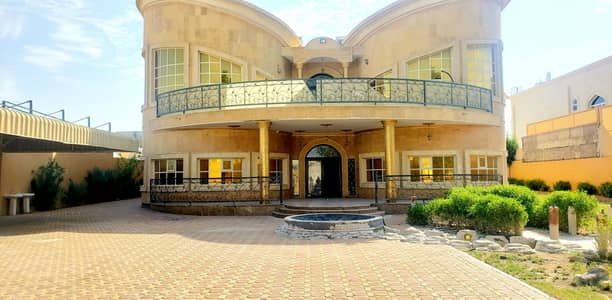 Villa for rent consisting of 8 master rooms and a very large pool and a free month