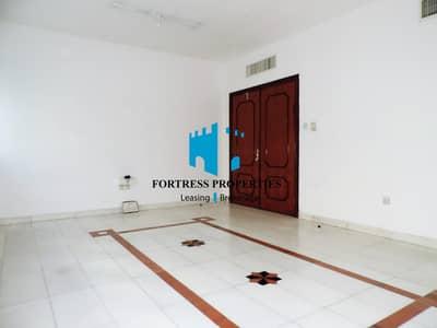 شقة 3 غرفة نوم للايجار في منطقة النادي السياحي، أبوظبي - Hot deal !!!! Family sharing flat in elegant family tower