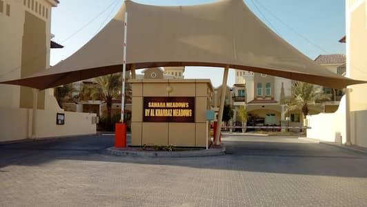 فیلا 3 غرف نوم للايجار في مجمع دبي الصناعي، دبي - فیلا في صحارى ميدوز 1 صحارى ميدوز مجمع دبي الصناعي 3 غرف 50000 درهم - 4427891