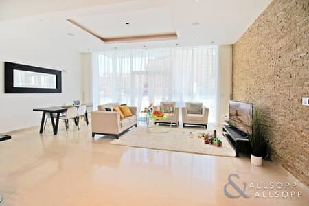 2 Bedroom Apartment for Sale in Palm Jumeirah, Dubai - Extended Balcony l Two Bedrooms Plus Study