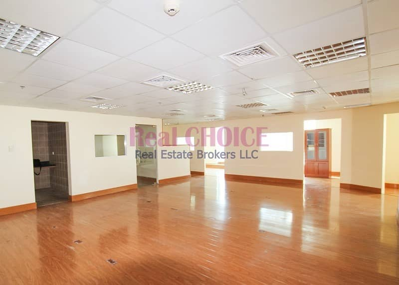 Good Location|Huge Commercial Office Space