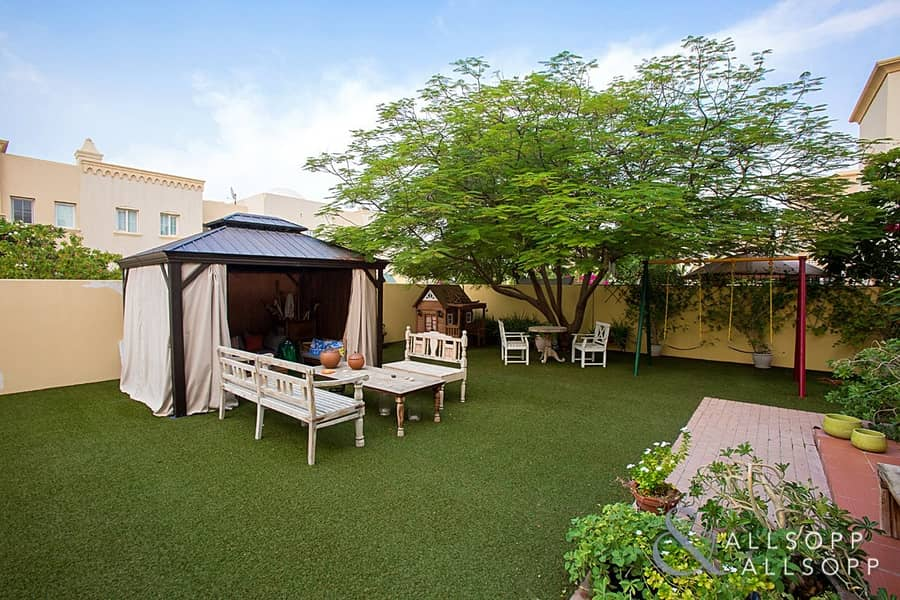 1E | Upgraded | 3 Bed | Near Pool and Park