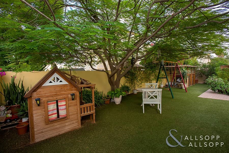 2 1E | Upgraded | 3 Bed | Near Pool and Park