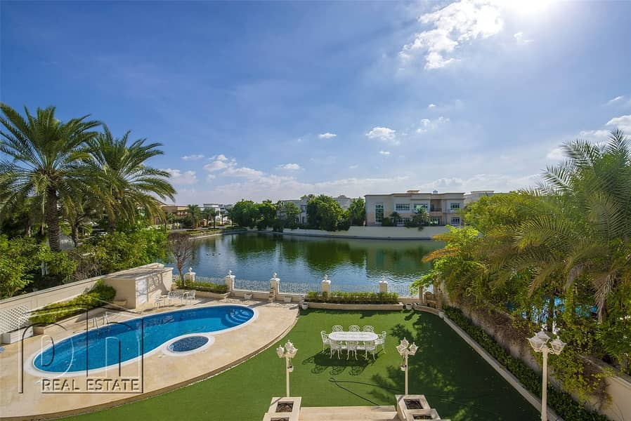 2 P Sector/ Lake facing / Classical family home with lovely views