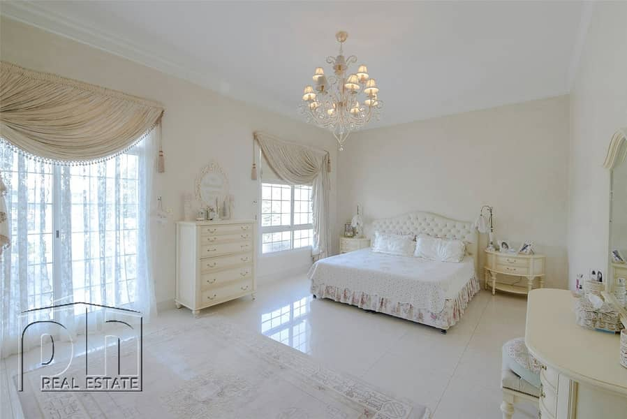 10 P Sector/ Lake facing / Classical family home with lovely views