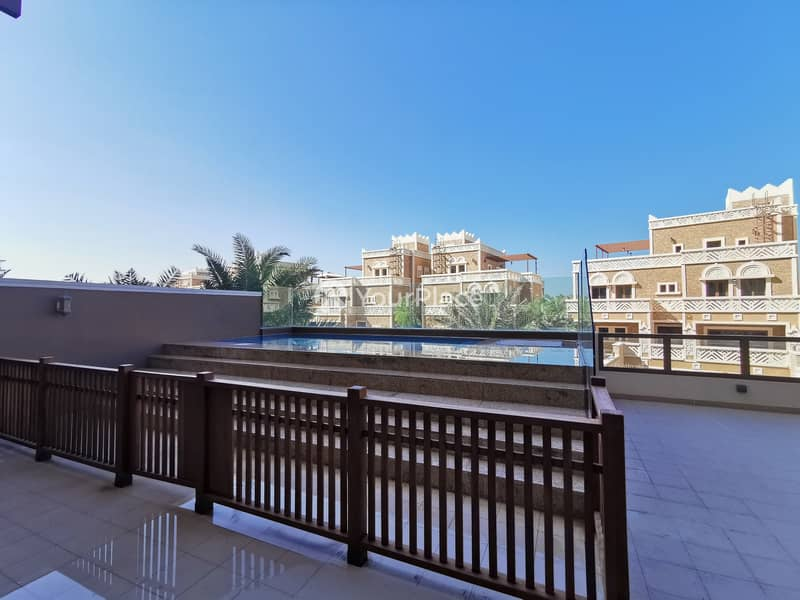 21 Luxury Unfurnished 4 bed Townhouse in Balqis Palm