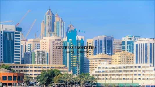 فلیٹ 4 غرفة نوم للايجار في شارع حمدان، أبوظبي - DAZZLING FLAT | Impeccable unit of Large 4 BHK with Maids Room .