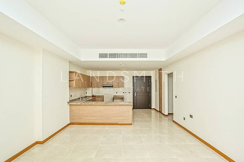 Large 1BR Apt with Free Chiller in Al Murad Tower