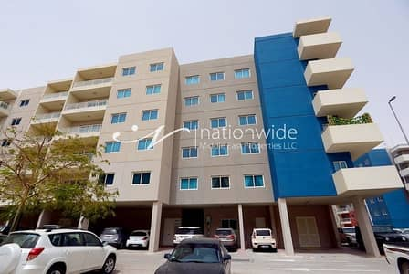 3 Bedroom Flat for Sale in Al Reef, Abu Dhabi - Imagine Coming Home To This Spacious Unit