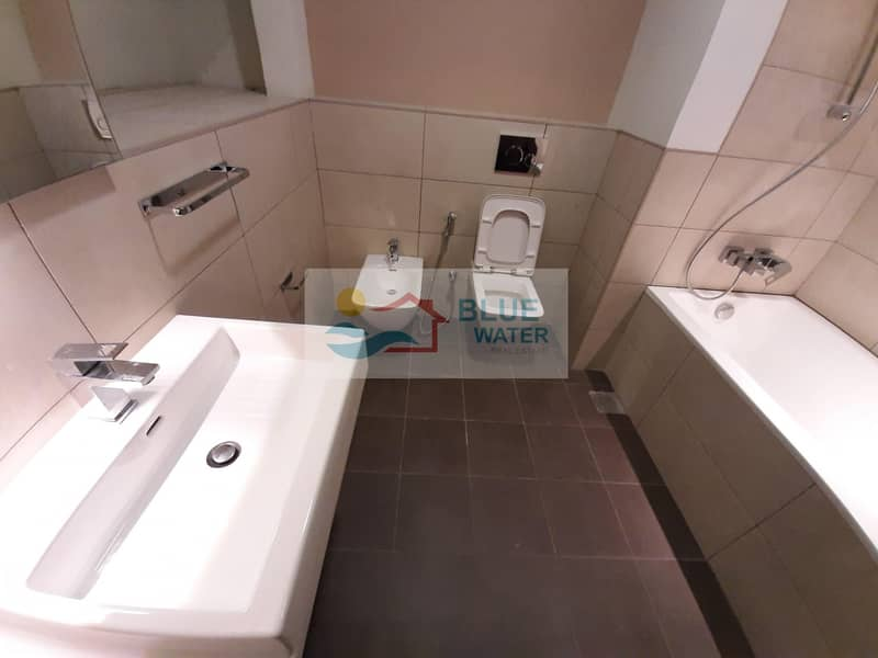 30 1 Month Free! 1 M/BR With Kitchen Appliance Pool Gym Parking