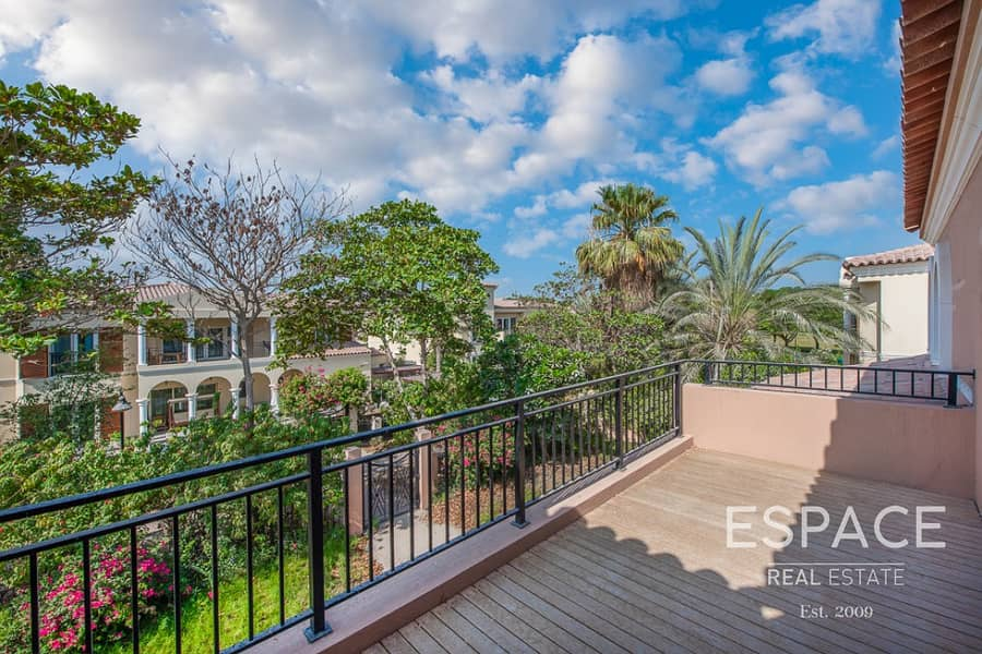 13 Fully Upgraded | Close to Pool & Park | Vacant