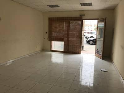محل تجاري  للايجار في المدينة العالمية، دبي - محل تجاري في الحي الإسباني المدينة العالمية 38000 درهم - 4188946