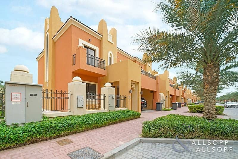 Exclusive Modern Townhouse | 5 Bed | End Unit