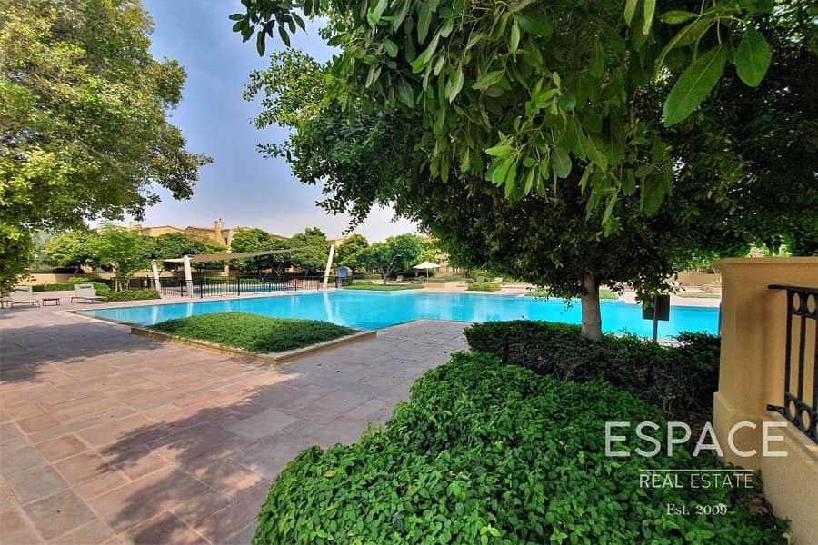 12 2 Beds - Large Garden - Great Location