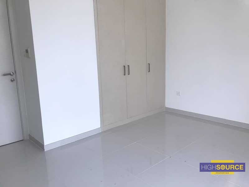 16 3 Beds Townhouse for Rent.