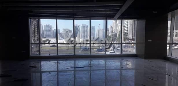 معرض تجاري  للايجار في شارع حمدان، أبوظبي - Showroom in the Most Accessible Place in Hamdan