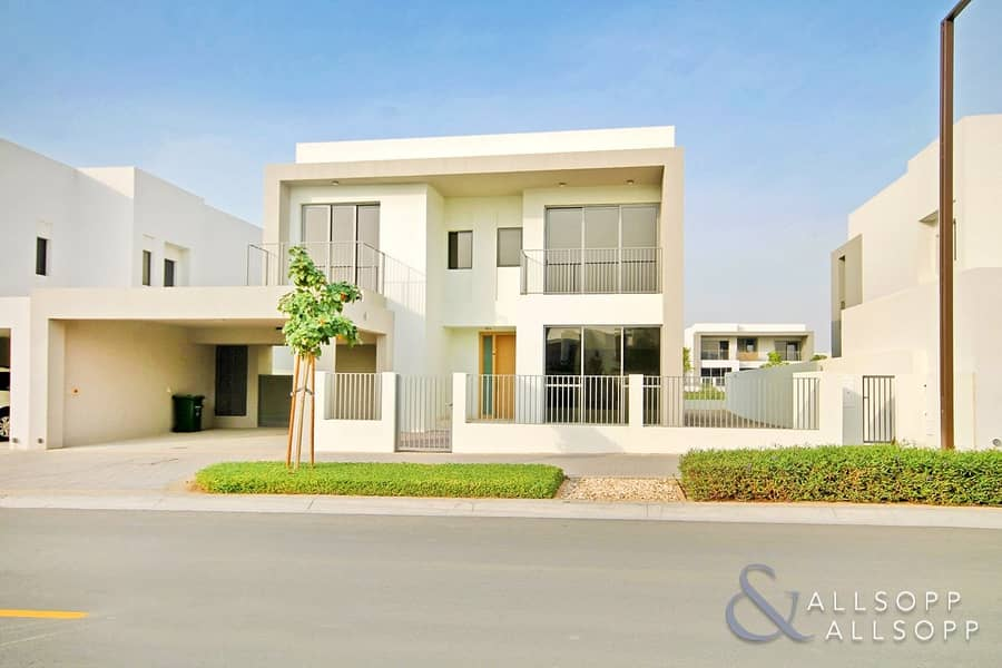 Backing Park | Superb Location | 5 Beds