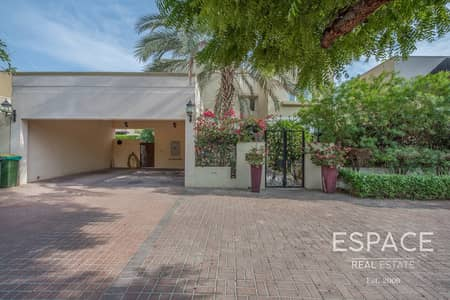 5 Bedroom Villa for Sale in The Meadows, Dubai - Great Villa in Prine Location in Meadows