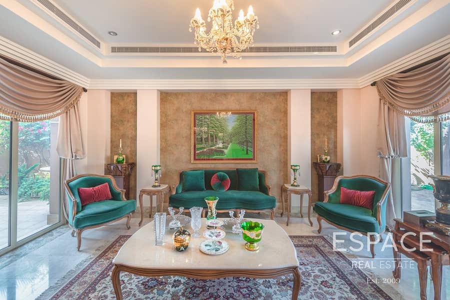 2 Largest 6 Bed Villa in Meadows